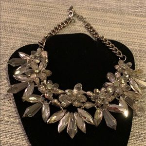 Zara flower bib necklace - damaged Easily fixed 💕